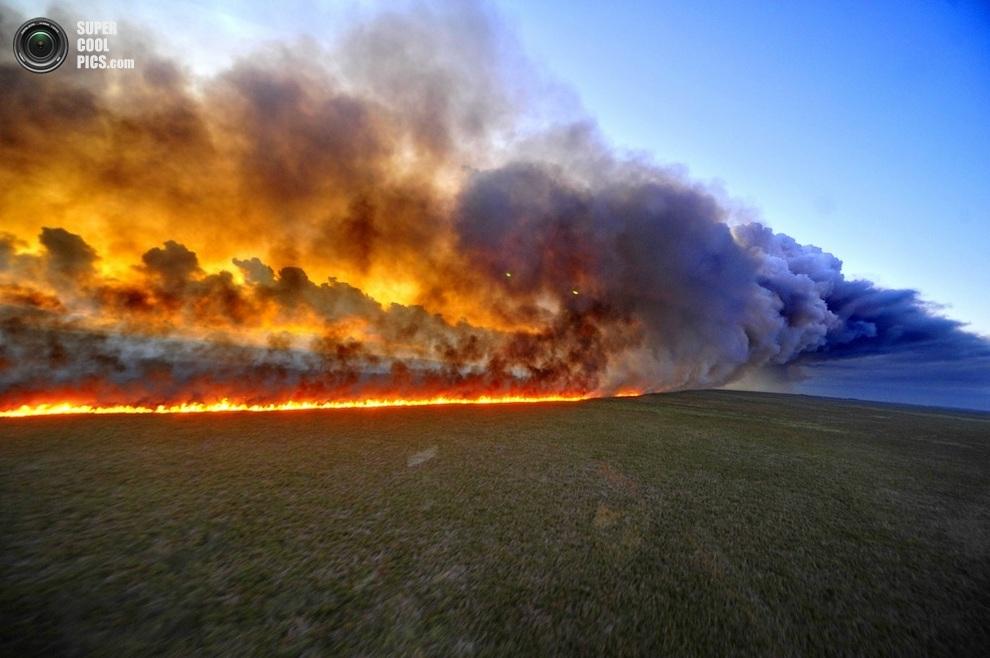 Распространяющийся лесной пожар. (LAURO ALVES/AFP/Getty Images, Agencia RBS)