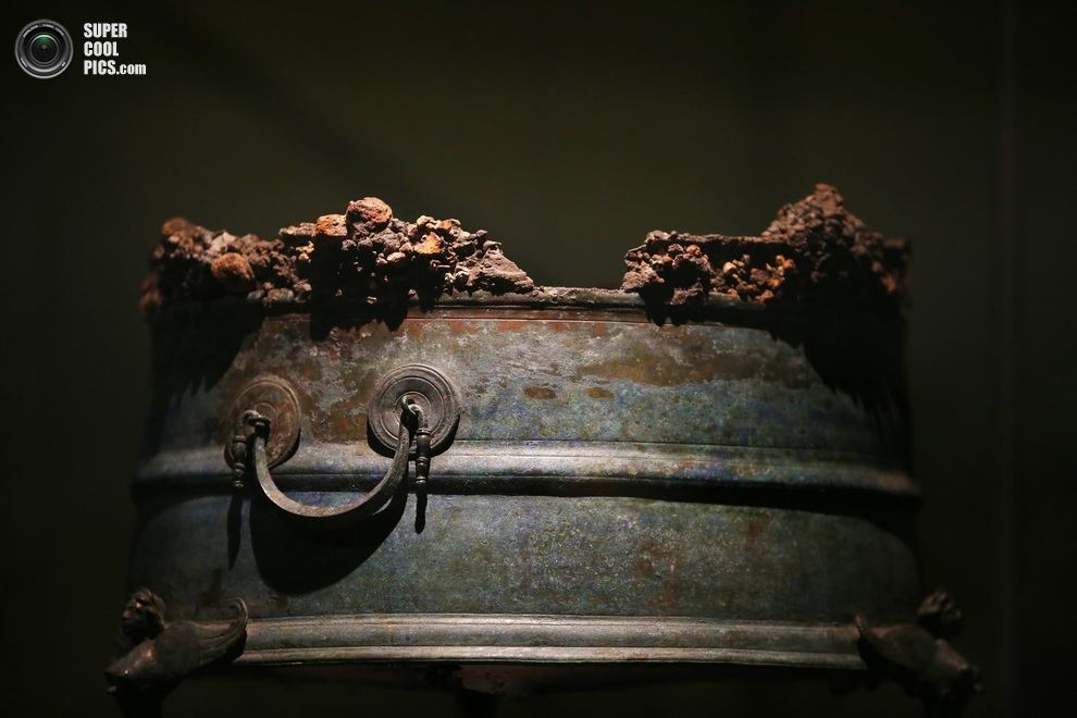 Останки жаровни, заполненной древесным углём. (Peter MacDiarmid/Getty Images)