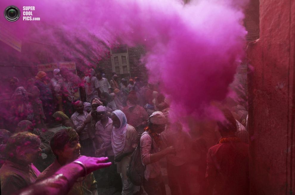Вриндавана, штат Уттар-Прадеш, Индия. (AP Photo/Altaf Qadri)