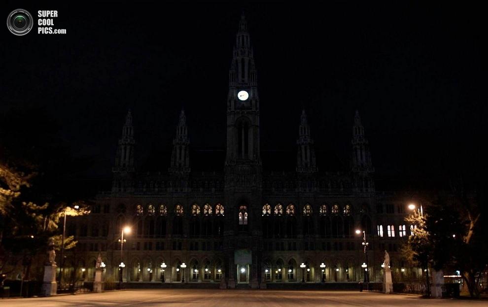 Сити-холл без подсветки. (REUTERS/Heinz-Peter Bader)