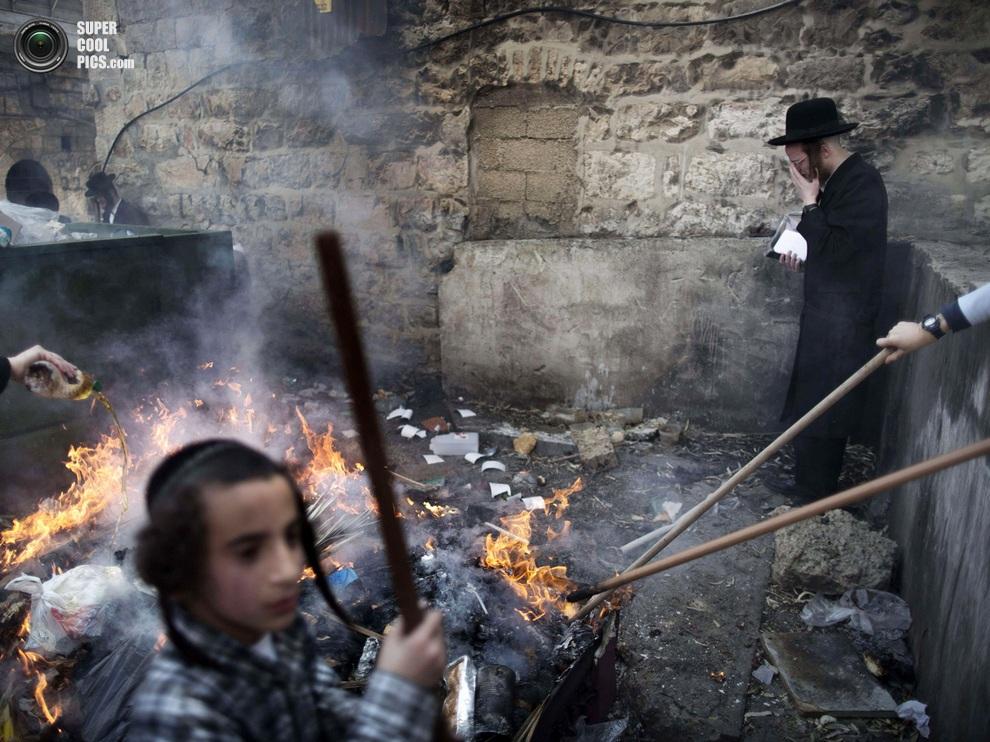 Еще один иерусалимский костёр. (MENAHEM KAHANA/AFP/Getty Images)