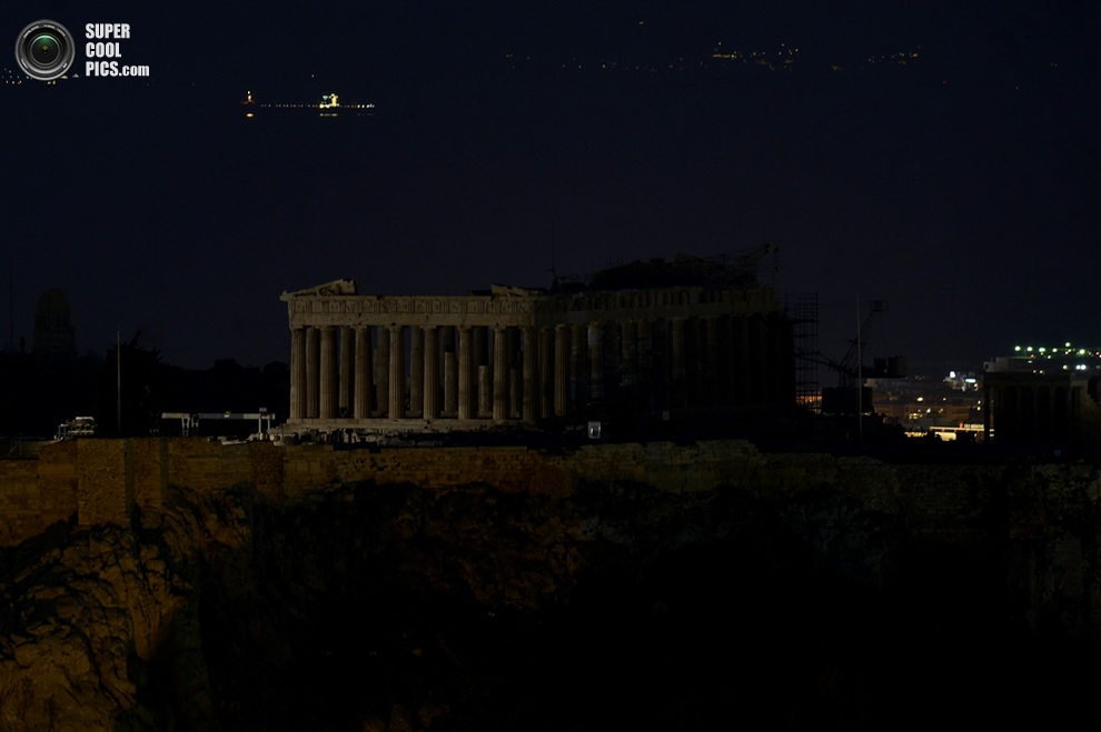 Парфенон без подсветки, Афины, Греция. (ARIS MESSINIS/AFP/Getty Images)