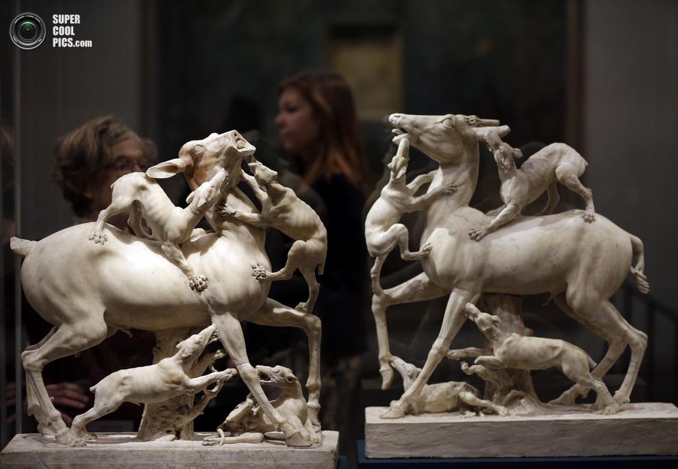 Мраморные скульптуры, изображающие охоту на оленей. (AP Photo/Lefteris Pitarakis)