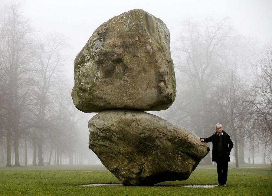 Камень на вершине другого камня