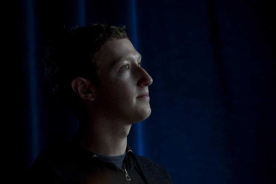 США. Менло-Парк, Калифорния. 5 апреля. Глава социальной сети Facebook Марк Цукерберг во время презентации программного обеспечения Home для смартфонов на базе операционной системы Android. (EPA/ИТАР-ТАСС/PETER DaSILVA)