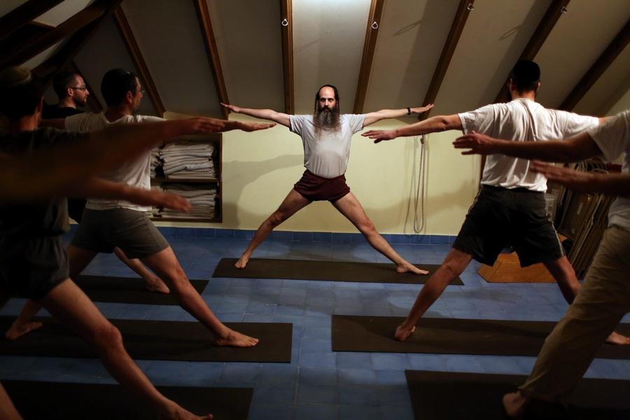 Курсы йоги по-еврейски (7 фото)