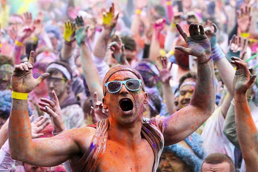 Португалия. Порту. 7 апреля. 5-километровый «цветной забег» The Color Run. (EPA/ИТАР-ТАСС/JOSE COELHO)
