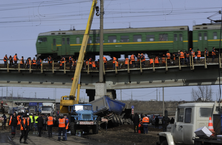 Ликвидация последствия ДТП на Каширском шоссе (6 фото)