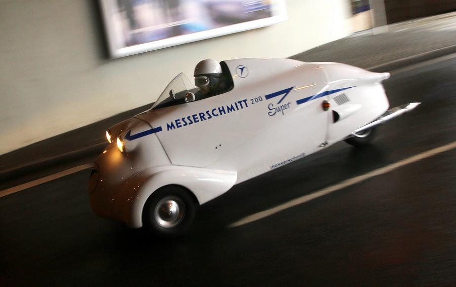 Германия. Эссен, Северный Рейн — Вестфалия. Messerschmitt KR200 Super 1955 г.в. на 25-й выставке олдтаймеров Techno-Classica Essen. (EPA/ИТАР-ТАСС/ROLAND WEIHRAUCH)