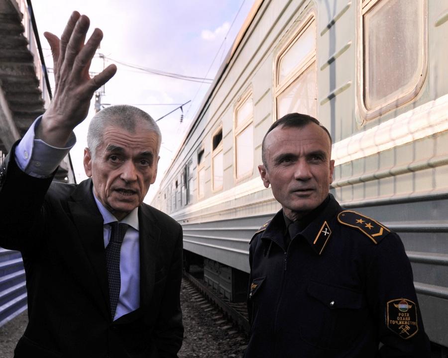 Главный санитарный врач РФ проинспектировал поезд «Душанбе—Москва» (9 фото)