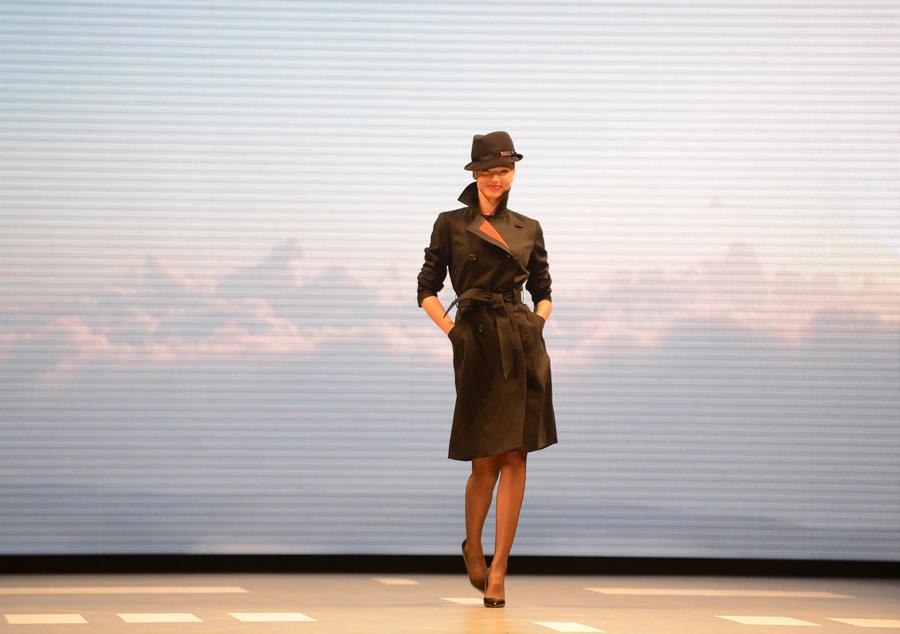 Миранда Керр представила униформу авиакомпании Qantas образца 2014 года (3 фото)