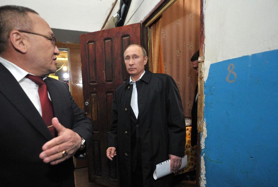 Владимир Путин занялся проблемами жилищного фонда Калмыкии (15 фото)