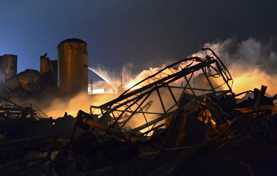 США. Уэст, Техас. 17 апреля. На месте взрыва на заводе по производству удобрений. (EPA/ИТАР-ТАСС/LARRY W. SMITH)