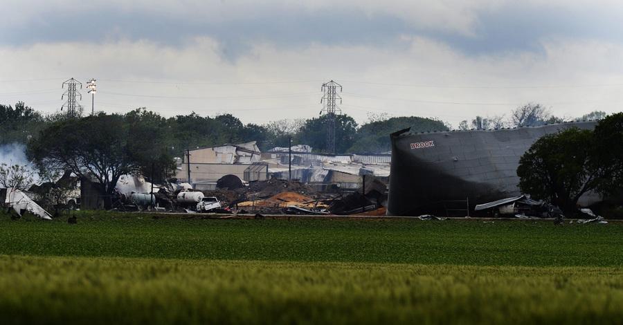 Последствия взрыва на заводе удобрений в Техасе (10 фото)
