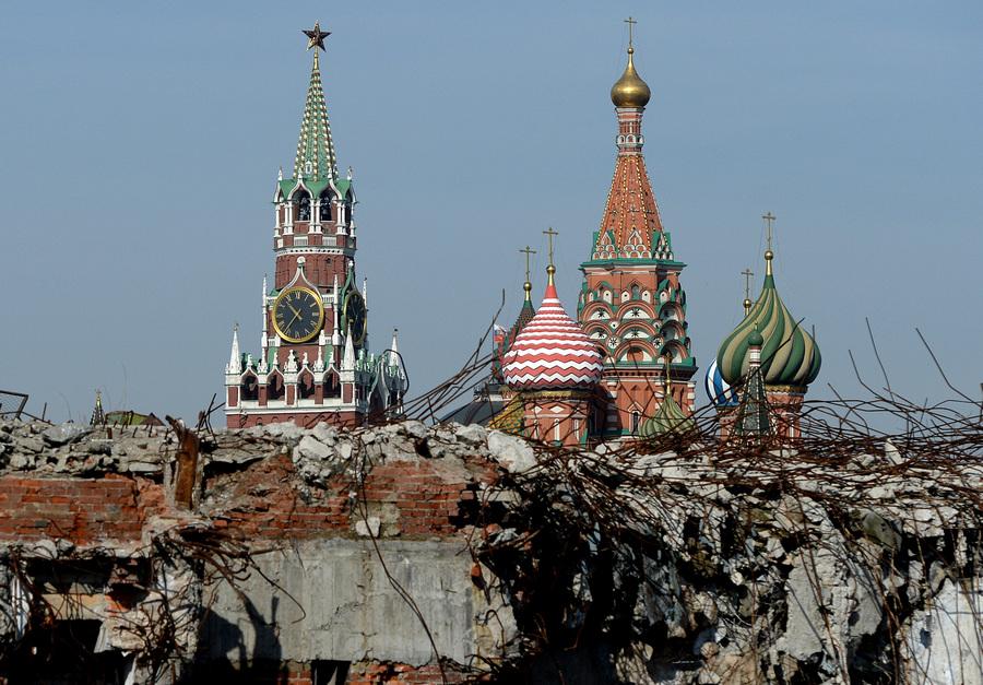 Территория бывшей гостиницы «Россия» (6 фото)