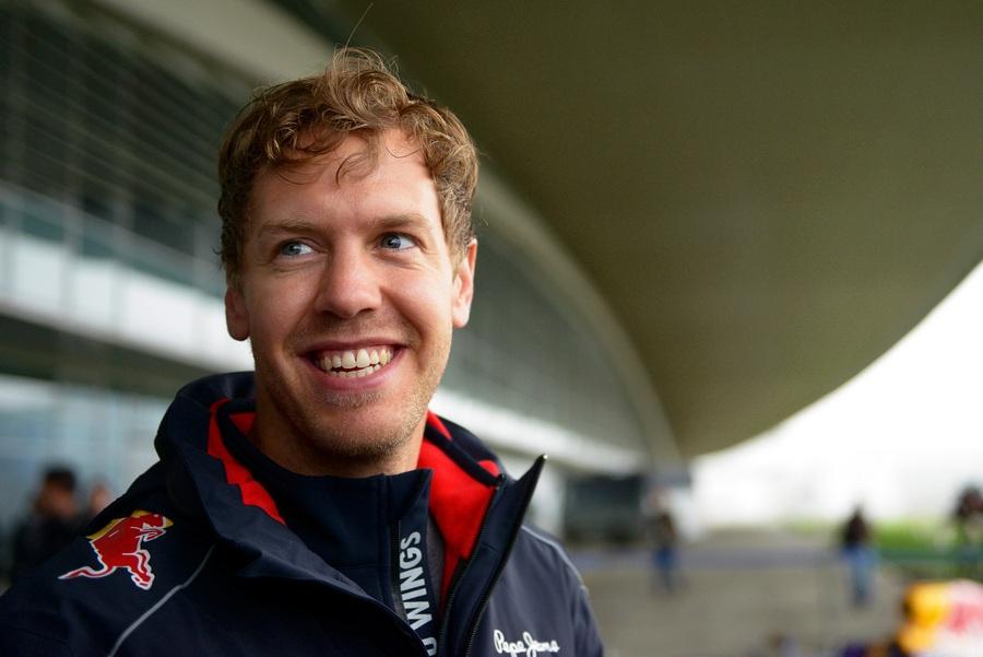 Себастьян Феттель посетил трассу «Формулы-1» в Олимпийском парке Сочи (3 фото)
