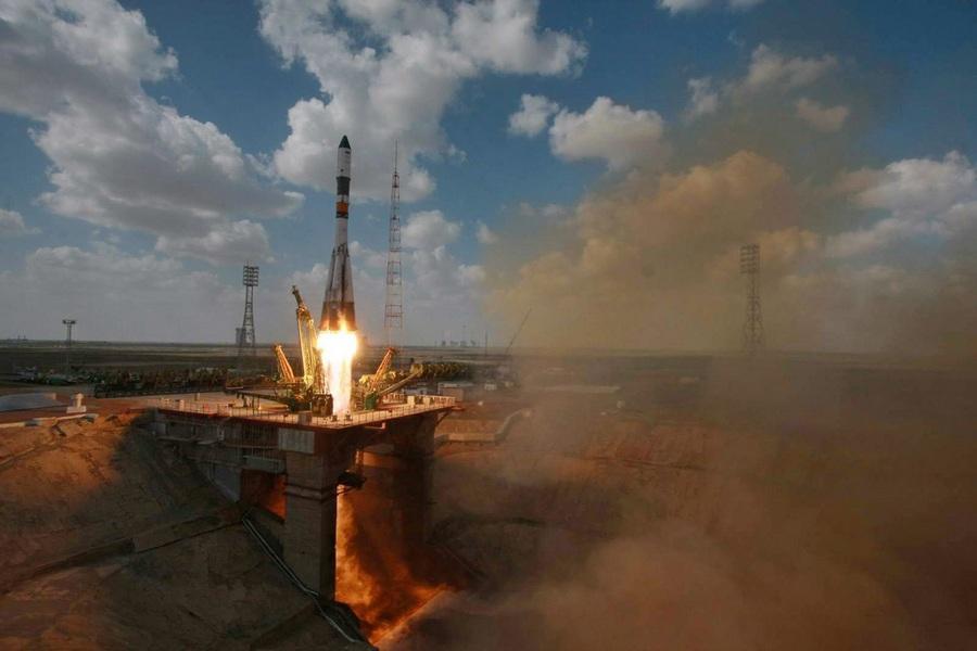 Космический «грузовик» Прогресс М-19М отправился к МКС (4 фото)