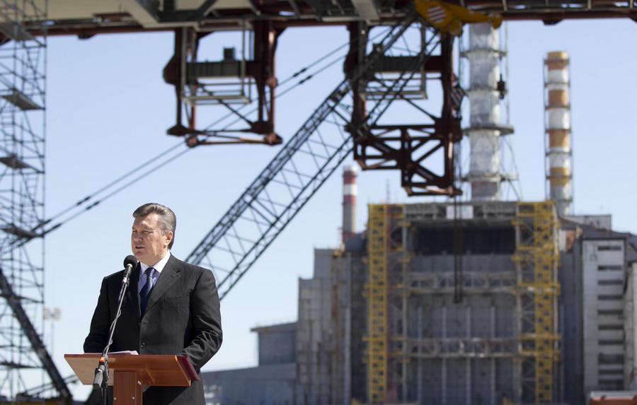 Виктор Янукович посетил Чернобыльскую зону отчуждения (4 фото)