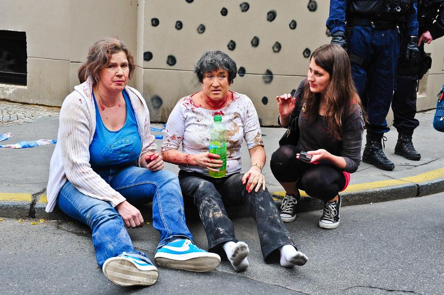 В центре Праги прогремел взрыв, 55 человек пострадало (11 фото)