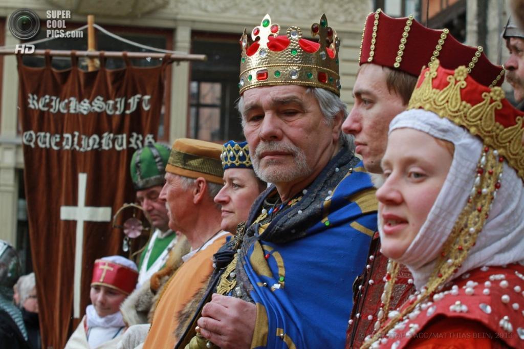 Пасхальная процессия в Кведлинбурге, земля Саксония-Анхальт, Германия. ( EPA/MATTHIAS BEIN)