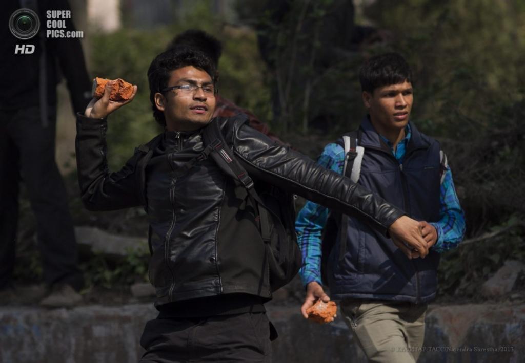 Непал. Катманду. 2 апреля. Беспорядки во время студенческих акций протеста. (EPA/ИТАР-ТАСС/Narendra Shrestha)
