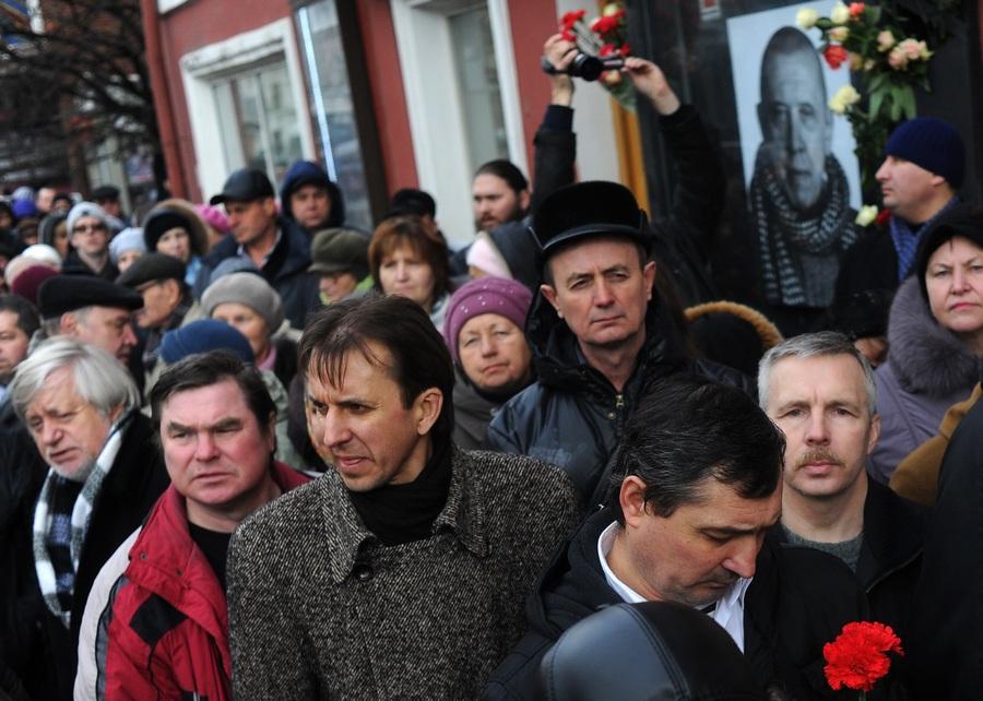 Прощание с Валерием Золотухиным в Театре на Таганке (3 фото)