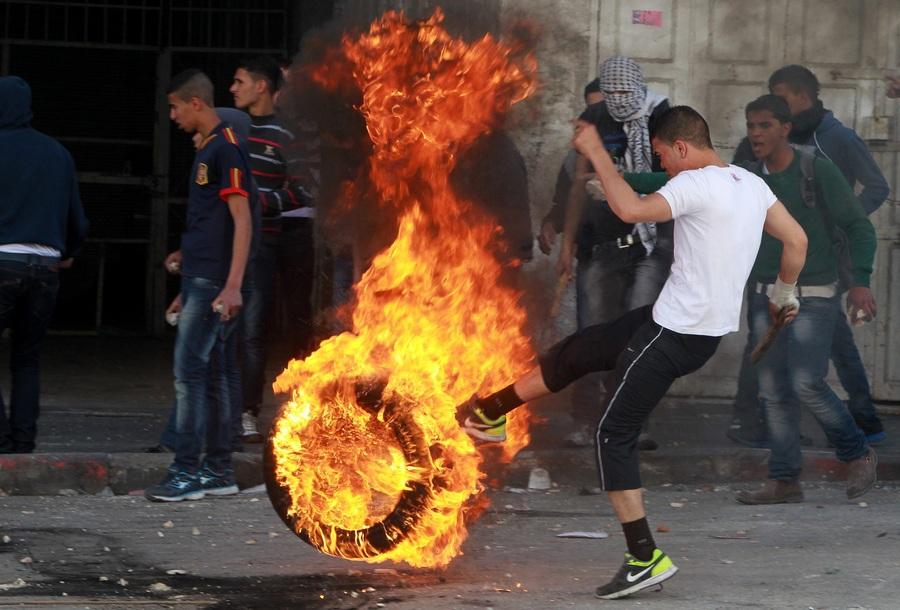 Смерть Майсары Абу Хамдии вызвала агрессию палестинцев (7 фото)