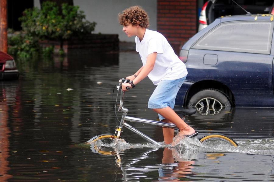 Сильнейшее наводнение в истории Аргентины (8 фото)