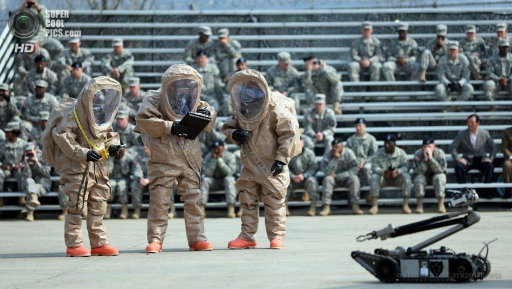 Южная Корея. Ыйджонбу, Кёнгидо. 4 апреля. Прибытие 23-го батальона химической защиты Армии США. (EPA/ИТАР-ТАСС/STRINGER)