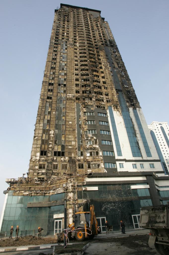 Здание комплекса «Грозный-Сити» после пожара (4 фото)