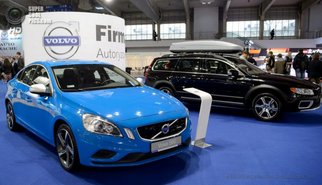 Польша. Познань. 4 апреля. Volvo S60 Polestar, среди автомобилей Познаньского международного автосалона 2013. (EPA/ИТАР-ТАСС/JAKUB KACZMARCZYK)