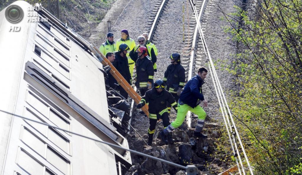 Италия. Перуджа, Умбрия. 8 апреля. Место крушения поезда, сошедшего с рельсов. (EPA/ИТАР-ТАСС/CROCCHIONI)