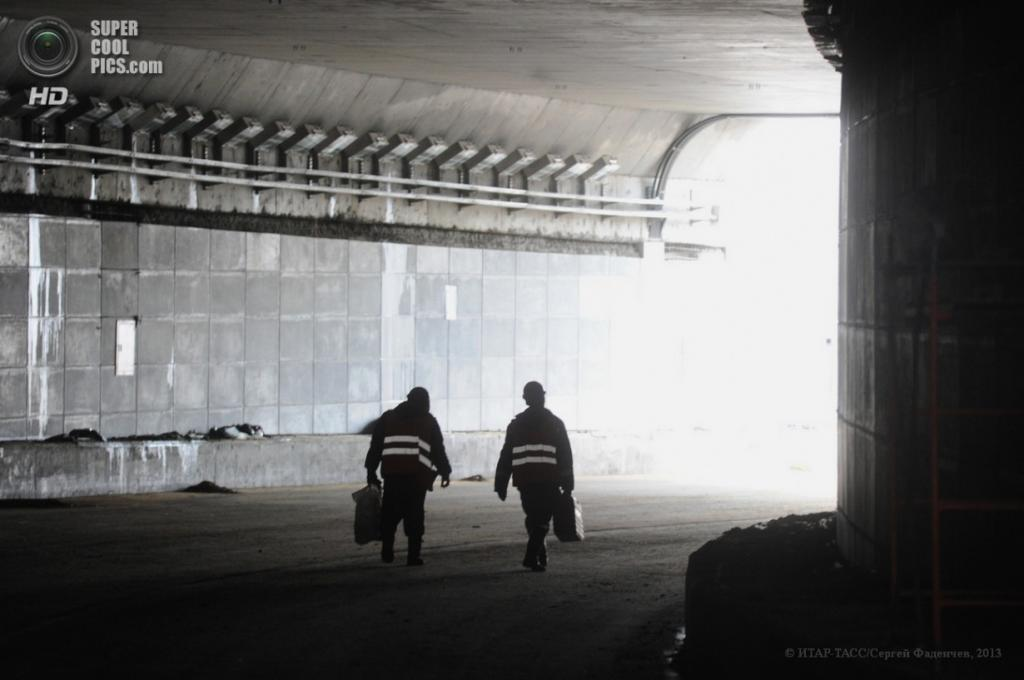 Россия. Москва. 9 апреля. Вид на тоннель на Каширском шоссе во время реконструкции. (ИТАР-ТАСС/Сергей Фадеичев)