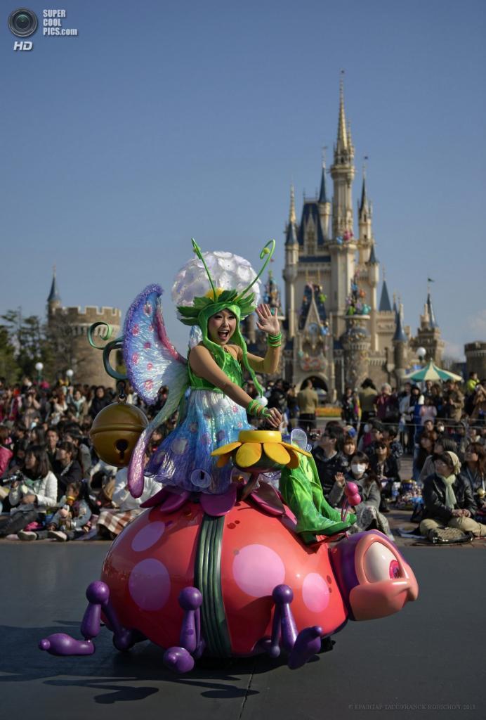 Япония. Ураясу, Тиба. 11 апреля. Подготовка к празднованию 30-летия токийского «Диснейленда». (EPA/ИТАР-ТАСС/FRANCK ROBICHON)