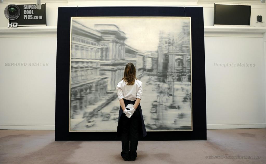 Англия. Лондон. 12 апреля. Картина «Соборная площадь, Милан» немецкого художника Герхарда Рихтера, 1968 год. Оценочная стоимость — $40 млн. (EPA/ИТАР-ТАСС/ANDY RAIN)