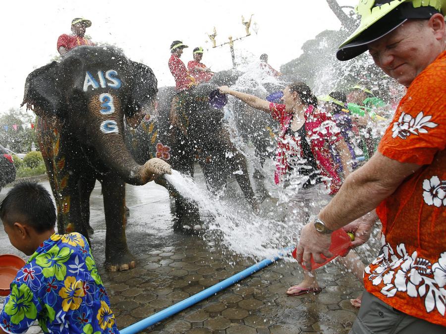 Фестиваль «Сонгкран» в Таиланде (7 фото)