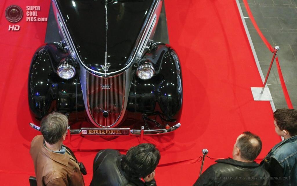 Украина. Киев. 12 апреля. Wanderer W23 1939 г.в. на выставке VII Retro & Exotica Motor Show. (EPA/ИТАР-ТАСС/SERGEY DOLZHENKO)