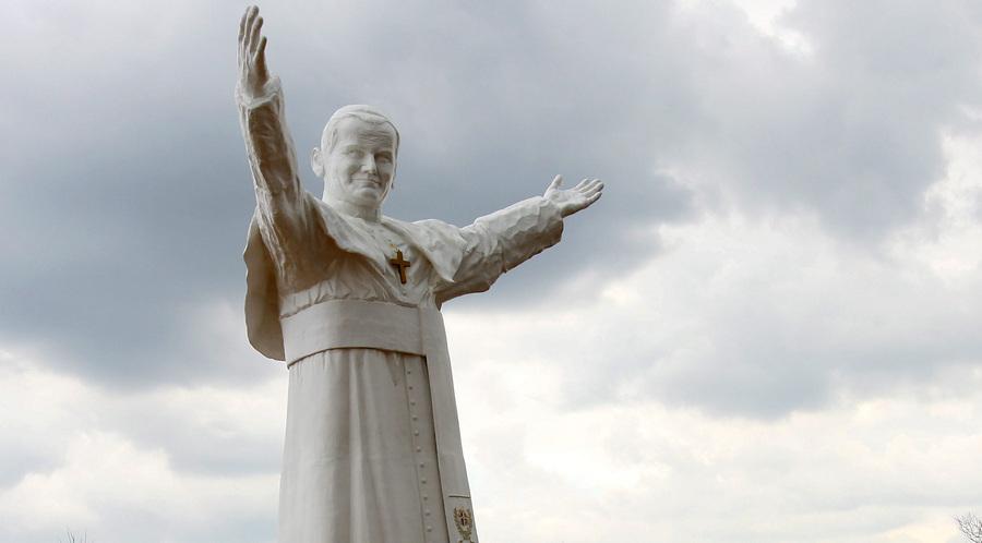 Самую большую статую Иоанна Павла II установили в Польше