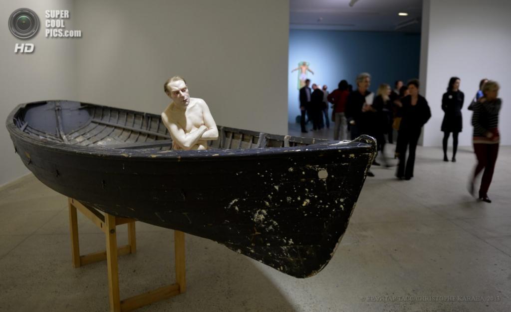 Франция. Париж. 15 апреля. Скульптура «Человек в лодке». (EPA/ИТАР-ТАСС/CHRISTOPHE KARABA)