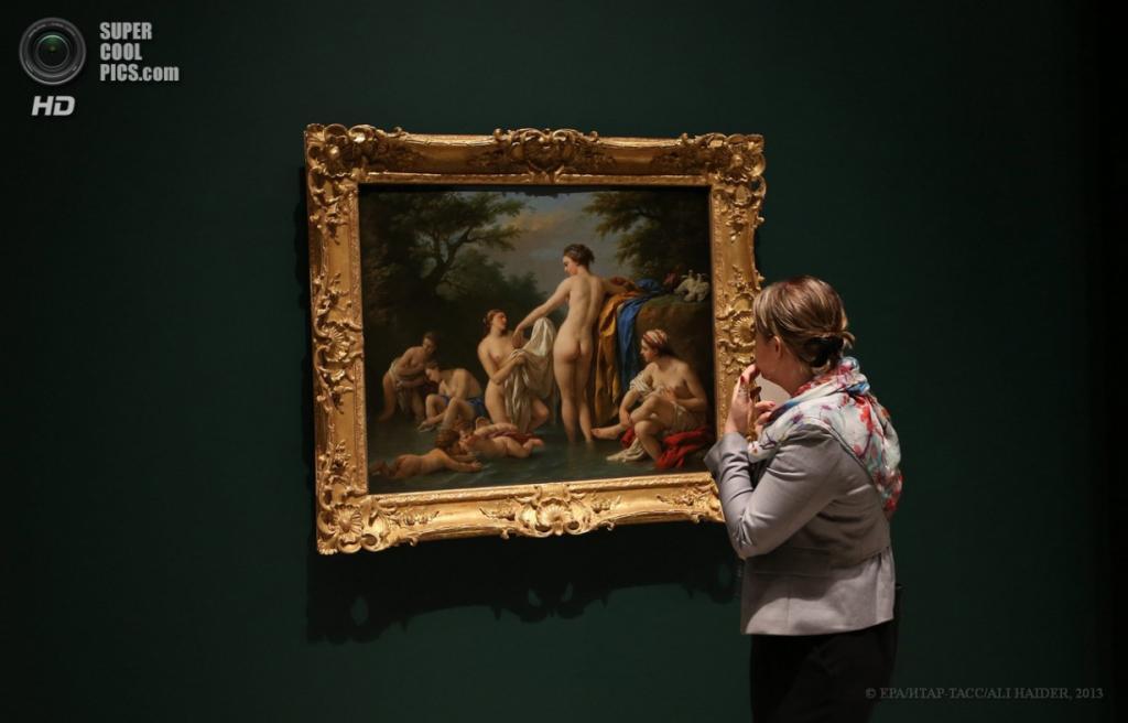 ОАЭ. Абу-Даби. 16 апреля. Картина «Venus and Nymphs Bathing» французского художника Луи Жан-Франсуа Лагрене. (EPA/ИТАР-ТАСС/ALI HAIDER)