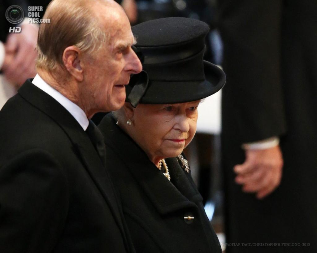 Англия. Лондон. 17 апреля. Королева Елизавета II с супругом Филиппом, герцогом Эдинбургским на отпевании Маргарет Тэтчер в соборе Святого Павла. (EPA/ИТАР-ТАСС/CHRISTOPHER FURLONG)