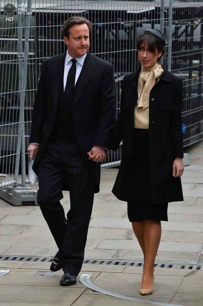 Англия. Лондон. 17 апреля. Премьер-министр Дэвид Кэмерон с супругой Самантой направляются в собор Святого Павла. (EPA/ИТАР-ТАСС/JOHN STILLWELL)