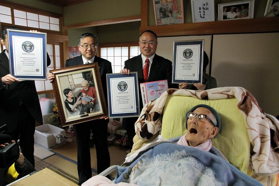 Самый пожилой человек в мире отмечает 116-летие (4 фото)