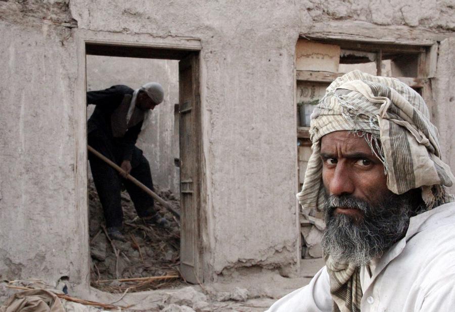 Землетрясение в Афганистане, 16 человек погибли (5 фото)