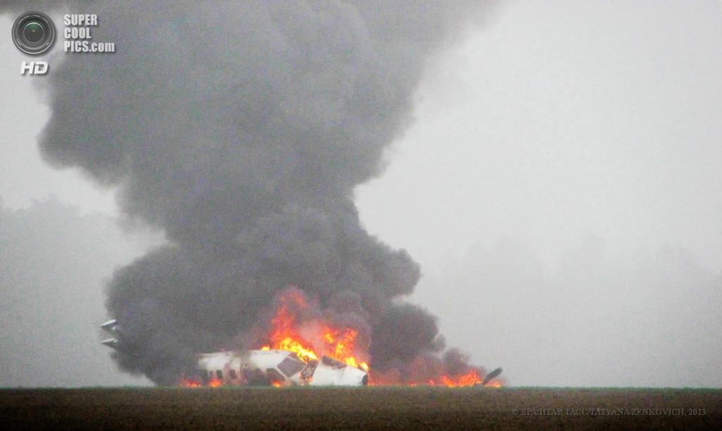 Германия. Ротенбург, Саксония. 26 апреля. Самолёт в огне. (EPA/ИТАР-ТАСС/TATYANA ZENKOVICH)