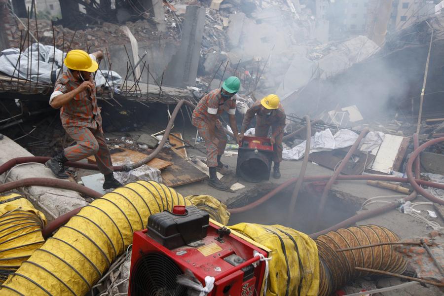 В Бангладеш произошел пожар на месте обрушения здания