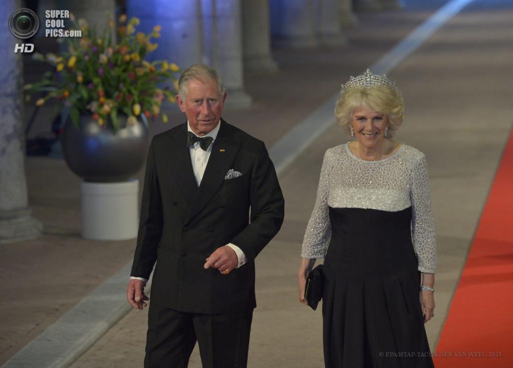 Нидерланды. Амстердам. 29 апреля. Принц Великобритании Чарльз с супругой Камиллой. (EPA/ИТАР-ТАСС/ROBIN UTRECHT)