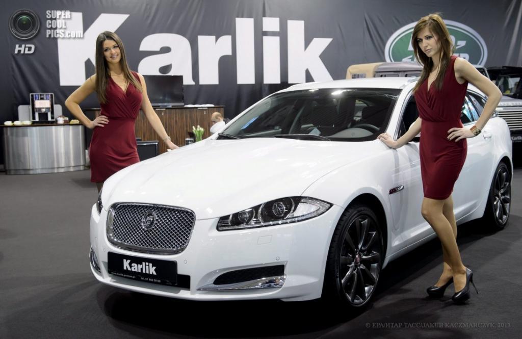 Польша. Познань. 4 апреля. Jaguar XF среди автомобилей Познаньского международного автосалона 2013. (EPA/ИТАР-ТАСС/JAKUB KACZMARCZYK)