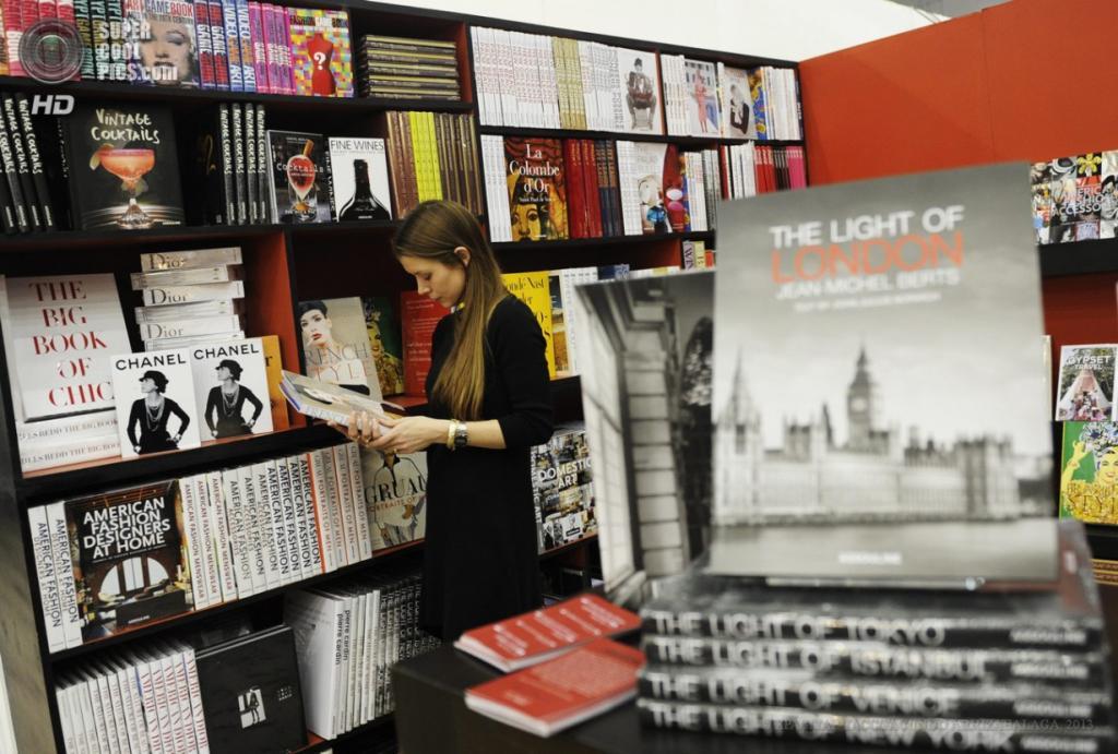 Англия. Лондон. 15 апреля. Во время Лондонской книжной ярмарки 2013. (EPA/ИТАР-ТАСС/FACUNDO ARRIZABALAGA)