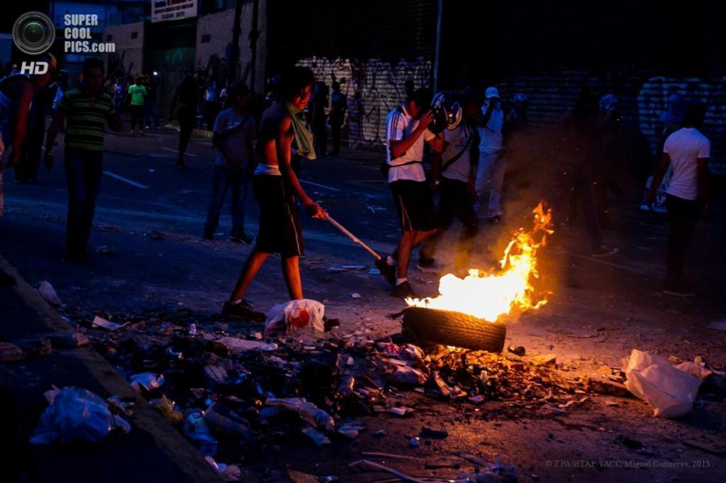 Венесуэла. Каракас. 15 апреля. Акция протеста сторонников Энрике Каприлеса. (EPA/ИТАР-ТАСС/Miguel Gutierrez)